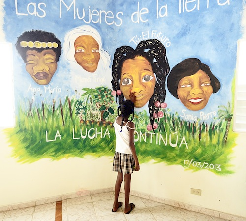 Mama in front of mural, Dominican Republic 2013. Photo by Dana Asbury.