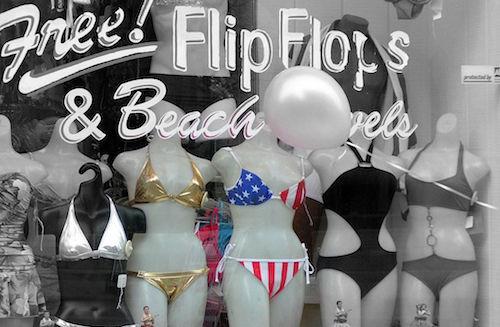 1024px-Colour_Bikinis
